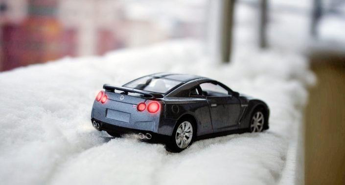 Česa nikakor ne naredite, če z avtom obtičite v snegu / Foto: Pexels