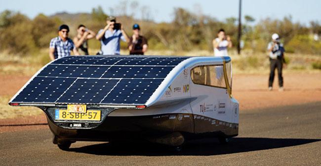 Prvi komercialni avtomobili na sončno energijo / Pozitivna energija