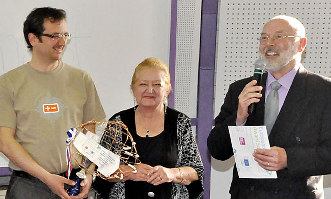 novica_2013-04-19_nagrada_druzbenaogovornost