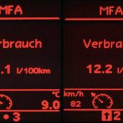 Električni avtomobili - nizka poraba goriva ali doseg / Pozitivna energija