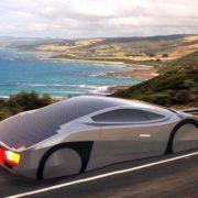 Prvi solarni športni avto, ki lahko pelje… neskončno daleč!