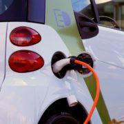 Hitro-polnilne baterije obljubljajo večjo avtonomijo / Foto: Pexels