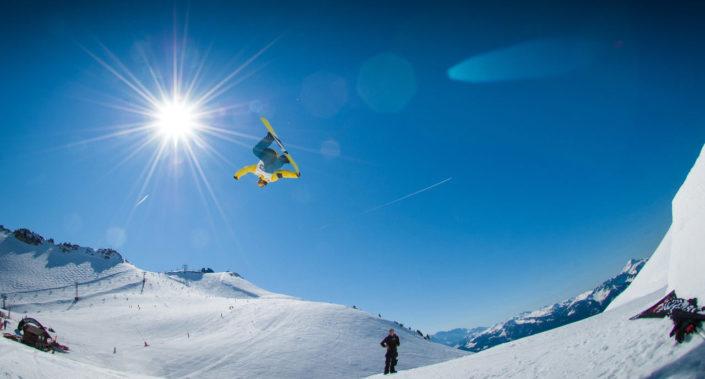 Ko vas na snegu greje adrenalin ... Centralna regulacijska naprava, termostatski ventil / Pozitivna energija / Foto: Pexels